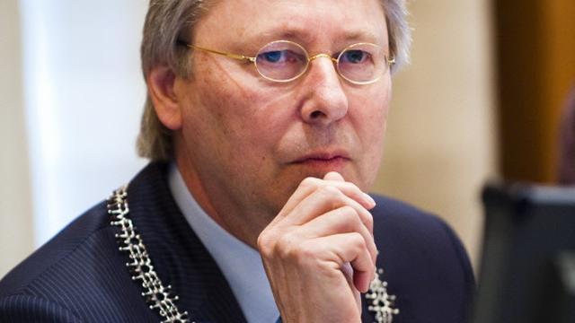 Burgemeester Den Oudsten gaat maandagochtend naar Paddepoel