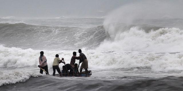 Zeker 24 doden door cycloon Hudhud in India