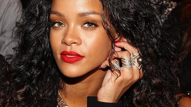 Rihanna maakt reclame voor mannenparfum