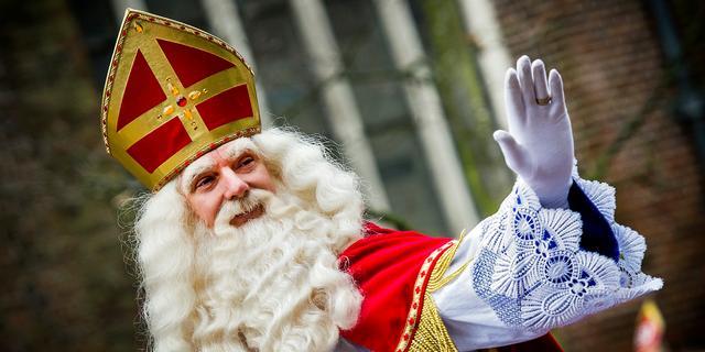 Bloemenpieten bij intocht Sinterklaas in Haarlem