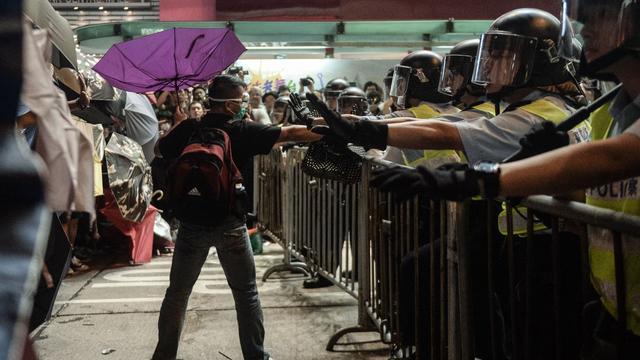 Betogers Hongkong botsen weer met politie