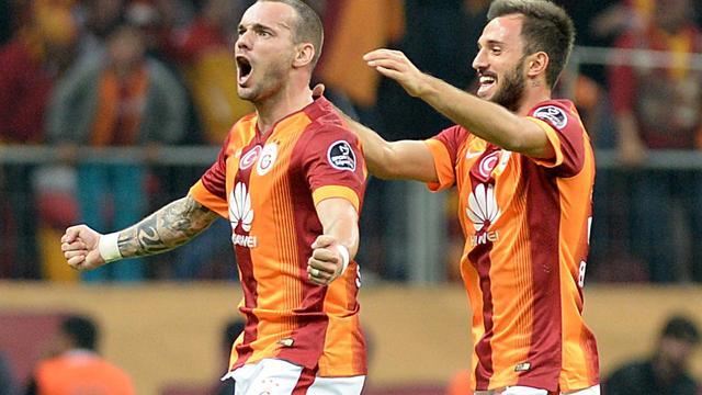 Sneijder houdt Galatasaray op titelkoers, rentree De Vrij bij winnend Lazio