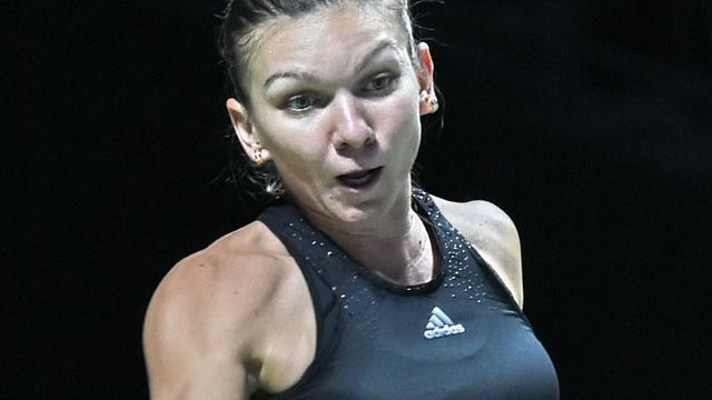 Halep helpt Williams aan plek in halve eindstrijd WTA Finals