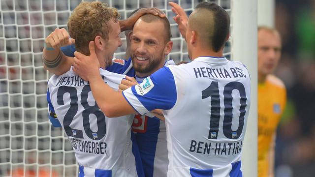 Scorende Heitinga helpt Hertha langs HSV en Van der Vaart