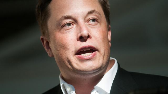 'Elon Musk richt bedrijf op voor integreren technologie in hersenen'