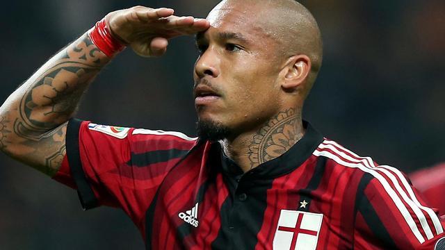 De Jong trefzeker voor Milan, pijnlijke nederlaag Sneijder
