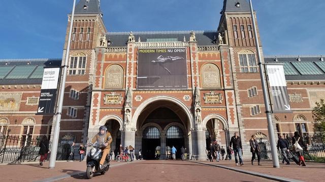 Voortaan boete voor bromfietsen door tunnel Rijksmuseum