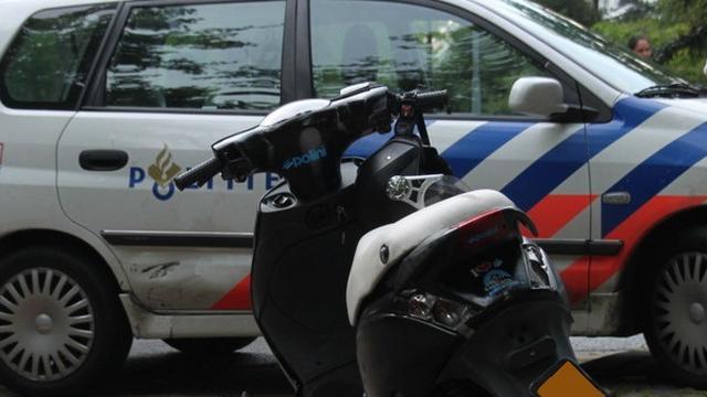 Politie controleert bromfietsers en scooterrijders