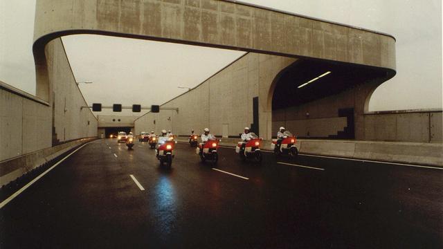 Zeeburgertunnel dicht na autobrand in Noord