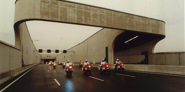 Zeeburgertunnel kort dicht vanwege autobrand