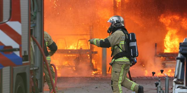 Grote brand in loods Amsterdam