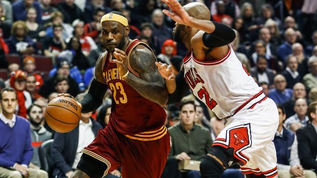 LeBron James leidt Cavaliers naar eerste competitiezege
