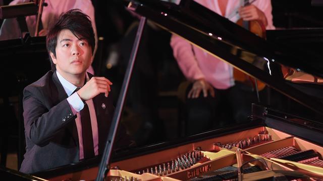 Pianist Lang Lang speelt met jongeren in Concertgebouw