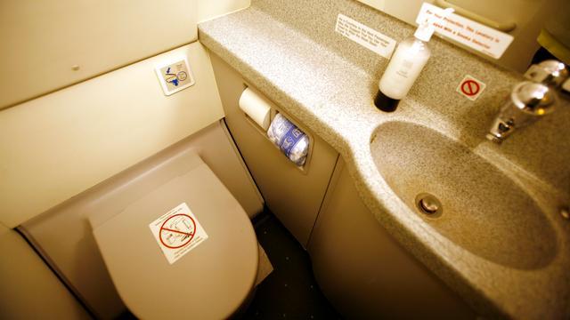 Australisch vliegtuig moet omkeren door lekkend sanitair