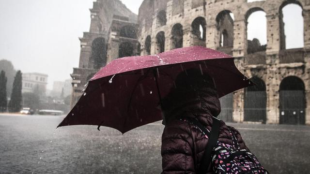 Zware regen zorgt voor overstromingen in Midden-Italië