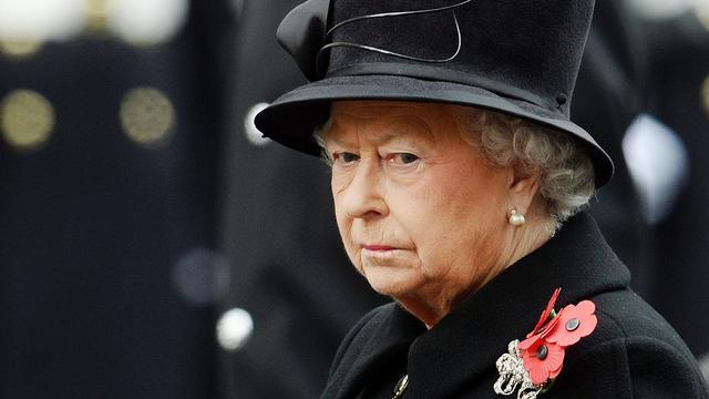 Koningin Elizabeth brengt bezoek aan Bergen-Belsen