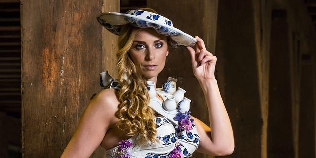Porseleinen jurk Pim van den Akker onder de hamer