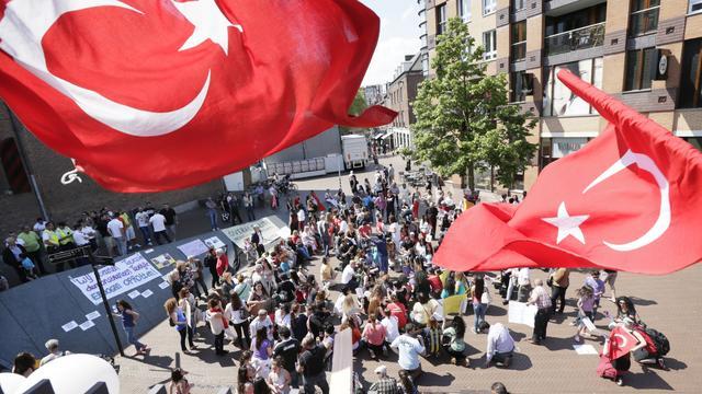 Asscher begrijpt dat Turkse jongeren niet blij zijn met IS-onderzoek