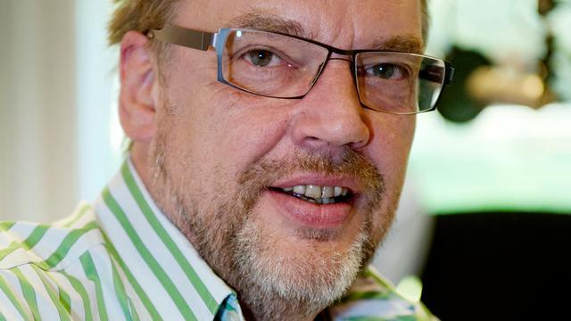 Henk Westbroek ziedend vanwege herriemakende vrachtwagen voor Stairway