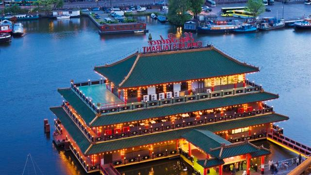 Drijvend restaurant schuift veertig meter op
