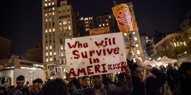Gouverneur stuurt meer troepen naar Ferguson