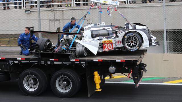 Webber komt met de schrik vrij na zware crash