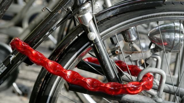 Bergse fietsendief trapt in lokfiets