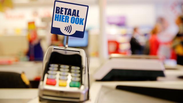 Meeste Nederlandse pinbetalingen gebeuren nu contactloos