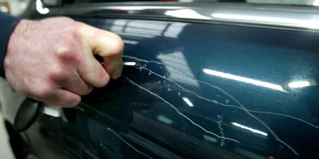 Jongens die auto's bekrasten in Goes betrapt dankzij camerabeelden