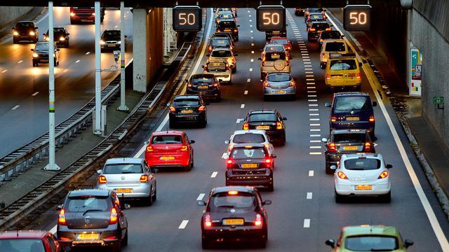 A4 bij Dinteloord afgesloten na dodelijk ongeval