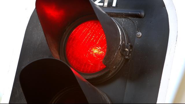 Bestuurder rijdt door na aanrijding in Westpoort