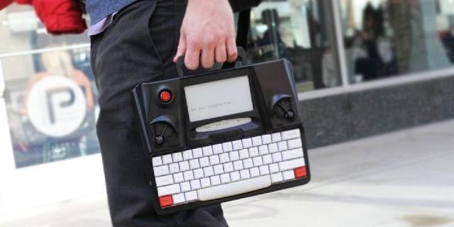 Typemachine met e-inkscherm moet afleiding voorkomen