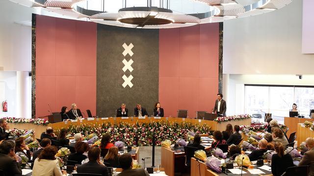 Amsterdamse gemeenteraad verdrietig over lot Van der Laan