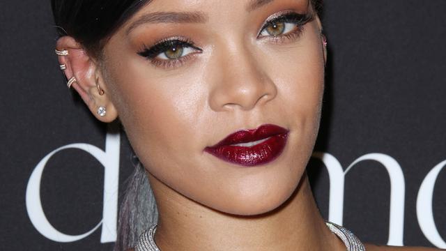 Winkelketen Topshop mag geen shirt met afbeelding Rihanna verkopen