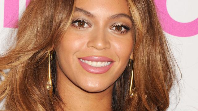 Beyoncé onder vuur om verspilling dure champagne in bad