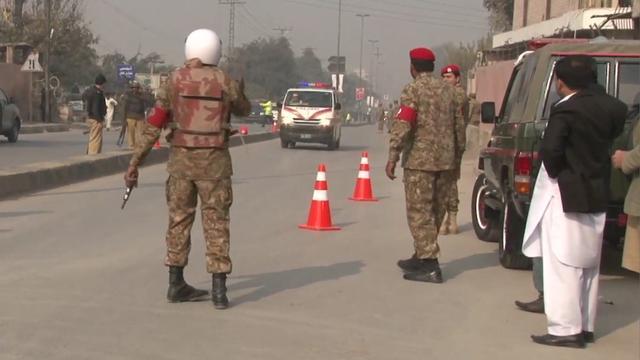 'Vier aanvallers school Peshawar opgehangen'