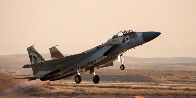 Gevechtsvliegtuigen Israël bestoken Gaza na beschietingen bij grens