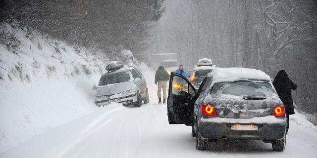 Bus met Rotterdamse studenten lang ingesneeuwd in Franse Alpen