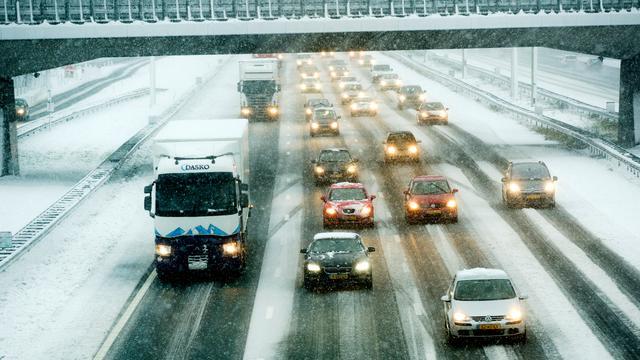 KNMI waarschuwt voor gladheid en sneeuw in noorden