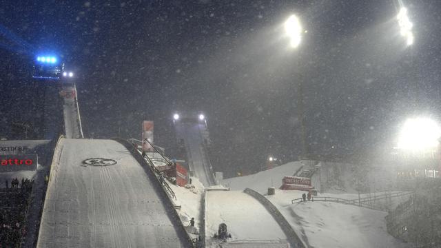 Vierschansentournee afgebroken, skiër Ganong wint afdaling in Italië