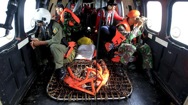 Opnieuw mogelijke wrakstukken vliegtuig AirAsia gevonden