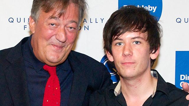Stephen Fry bevestigt verloving met 27-jarige vriend