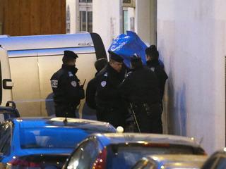 Daders voortvluchtig, president Hollande spreekt om 20.00 uur