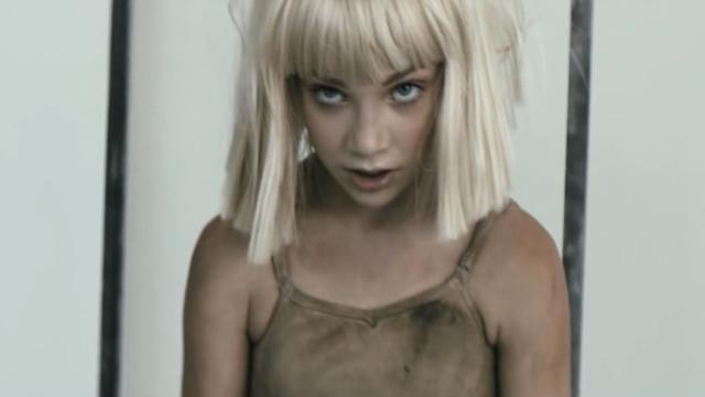 Sia weert zich tegen kritiek op 'pedofilie-video' Shia LaBeouf