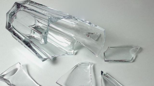 Groningers steken man met glas in gezicht