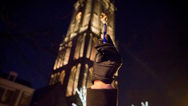 102-jarige verzetsstrijder legt krans bij 4 mei-herdenking Domplein