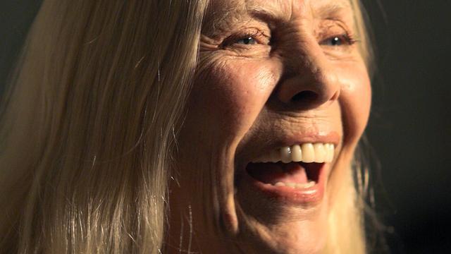 'Joni Mitchell praat nog steeds niet na operatie'