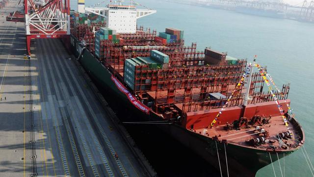 Grootste containerschip ter wereld pas zondag in haven Rotterdam