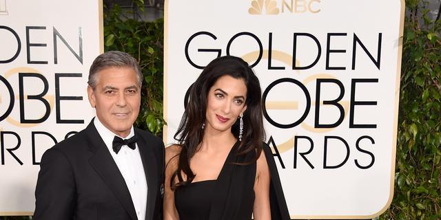 George Clooney bijna halfuur op één knie voor Amal