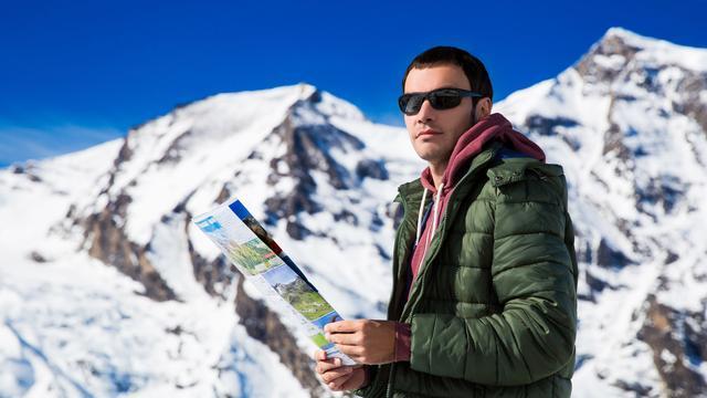 Jonge skiërs smeren te weinig zonnebrand op de piste